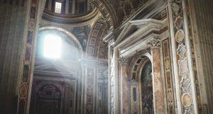Licht in katholische Kirche